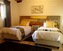 Comfortable beds and soft linen © Nico Schamrel