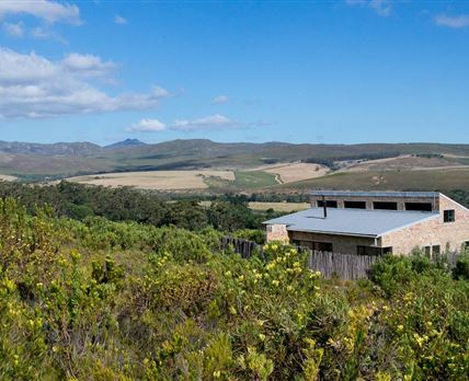 Self-catering amongst the fynbos, Oxalis Cottage overlooks the Akkedisberg