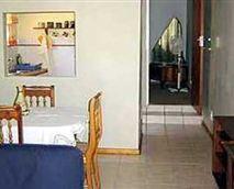 Ndlovu suite lounge/dining room.