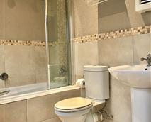 Bathroom en-suite with bath and shower