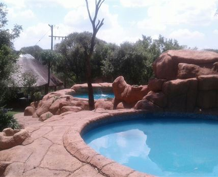 Newly renovated rock pool & baby pool © Willem  Wouter Pretorius
