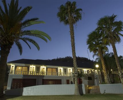 NIGHT PHOTO OF GUEST HOUSE © INNESVIEW