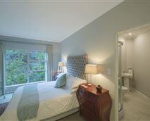 Queen size bed with en-suite