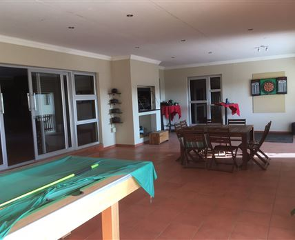 Braai area with pooltable.