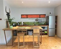fully equipped modern kitchen, teak wooden counter, modern appliances