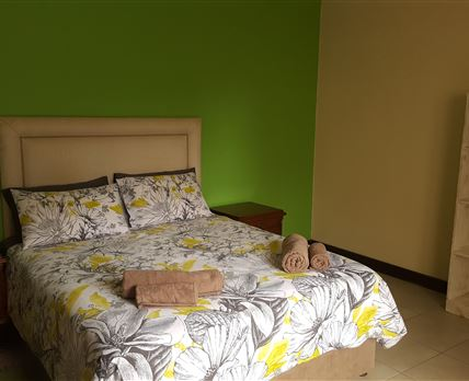 Queen sized bed, private entrance, en-suite bathroom with shower and bath.