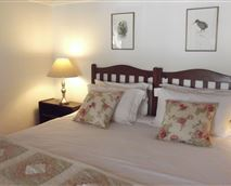 King-size bed and luxury percale linen