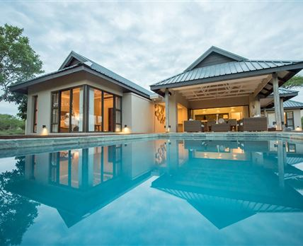 pool and patio © Lowveld Escape