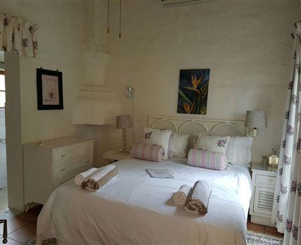 Nestled alongside the pool this beautiful room with Queen size bed has an en-suite bathroom and private lounge.