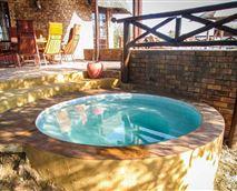 Splash Pool and Outside Dining Area © © Copyright 2017 Manzini Swazi King Chalets