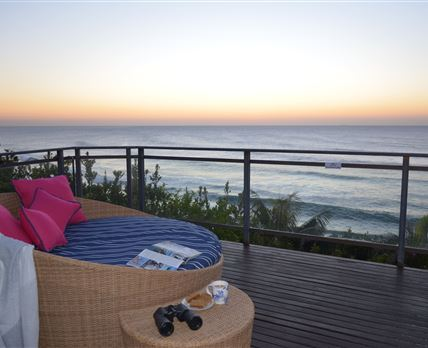 Bill's Place Deck overlooking the beach © T vd Merwe