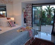 Bill's Place Double bedroom en suite with sea view © T vd Merwe