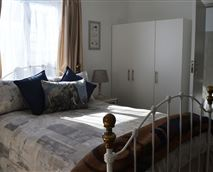 Comfy double bed ensures a peaceful night's sleep © G Mitchell