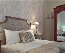 Queens RoomBedroom