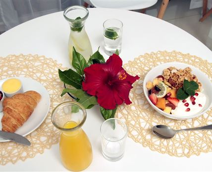 Buffet Breakfast included daily © Hotel Claude