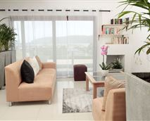 Guest Lounge and library overlooking the Knysna Lagoon, Heads and CBD © Hotel Claude