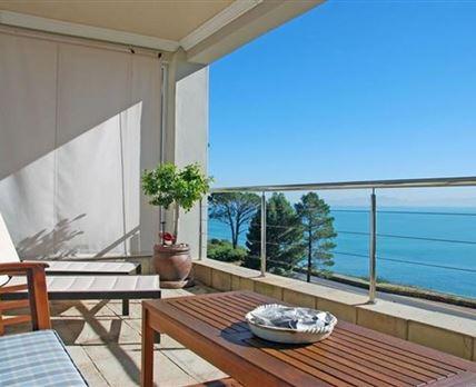 Balcony with uninterrupted views © Lynn Leclercq