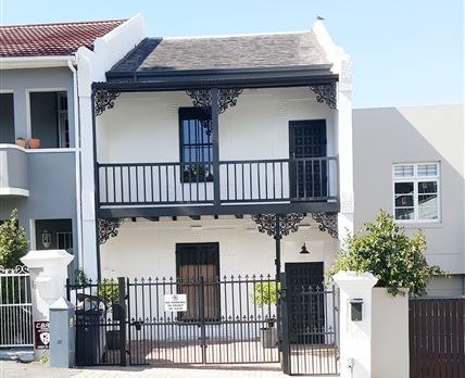 16 on Derwent Street View. Secure off street parking for small vehicle. Panoramic Views of Table Mtn