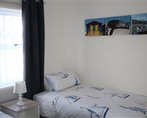 2nd bedroom with 2 single beds © Ronnie Thomson