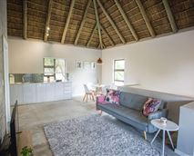 Open living area © Louise Meyer Photographers