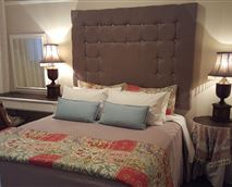 Bedroom fitted with queen size bed and quality linen. © Gardenfly Guesthouse