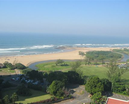 The roof of our flats is just viewable in the bottom-right corner. The distance to the beach is approximately 80 metres.