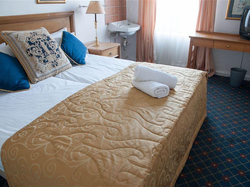 Non En Suite Bathroom: Altona Lodge