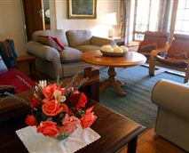 Guests have full use of all the facilities at the guest cottage.  A spacious seating area is separate from a gorgeous dining room which leads off a fully equipped kitchen.