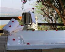 Honeymoon Suite-open-sky jet bath