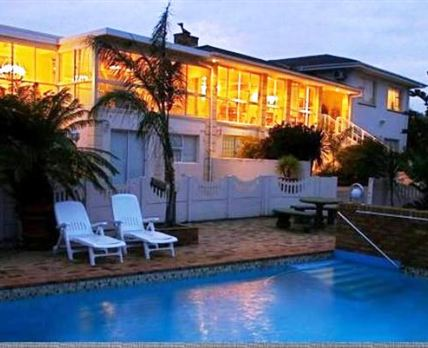 Stay in comfort and luxury in a central location with easy and nearby access to all tourist attractions of the Cape Peninsula.