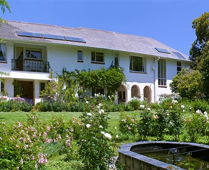 The front view of Klein Bosheuwel Guest House on teh Bishopscourt side of the property
