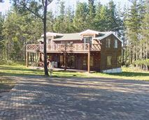 Fully furnished secluded family cabin in the Forest that sleeps 8 (in 4 bedrooms).  Ideal for private Family getaway