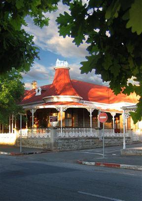 Le Roux'S Townhouse