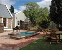 Side garden and splash pool