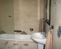 All our rooms have bathrooms en-suite in either a Pebble Beach style or River Stone. Bathrooms are also either a bath/shower combination or shower only.