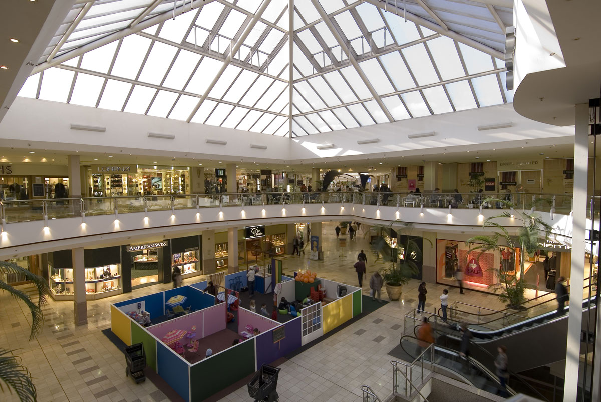 For Macy's, Best Buy, Target, Aeropostale, Victoria's Secret, and other national brands, head to the conveniently located Atlantic Center and other Brooklyn malls. All offer a good selection of mid-priced stores and discount chains stores, too.