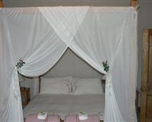 Queen bed with en-suite
