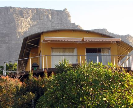 A view of the outside deck at 26 on Aandbloem with Table Mountain in the background. © 2009 Your Choice Tours and Shuttles CC.