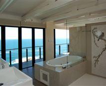 The master en-suite bathroom
