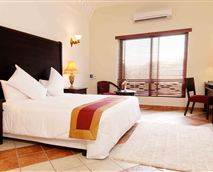 Each of the fully air-conditioned rooms have a king size bed and plasma wide screen television connected to DStv satellite offering the best in news, sport and entertainment channels. All rooms also have an electronic safe, tea and coffee making facilities, mini fridge and laundry service. Room service is available from Caesar's Restorante.