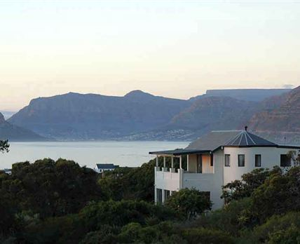 Milkwood Villa with the mountains of Hout bay in the background © Charles Didcott