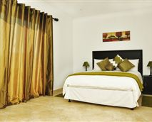 Verde offers a king bed with option of 2 single beds. Full en-suite