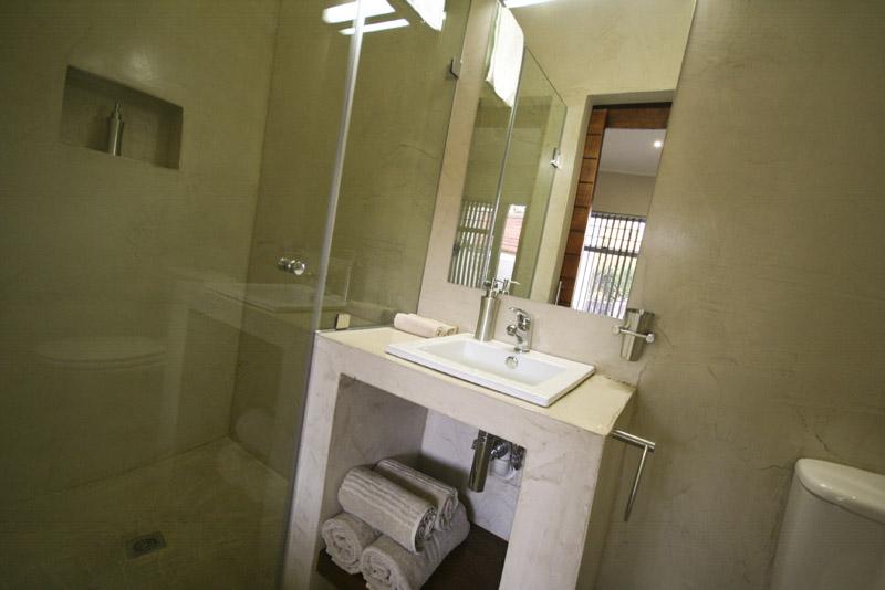 Guest En Suite Bathroom: InnZululand Guest Lodge