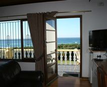 Double room opening onto a balcony overlooking the sea