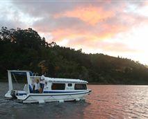 Houseboat on Maguga dam