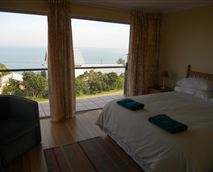 Main bedroom with balcony and sea view.