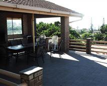 Balcony with built-in braai area