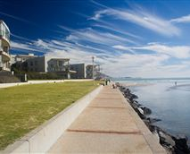 Enjoy a leisurely stroll or cycle along the catwalk which is 30 m from your apartment.