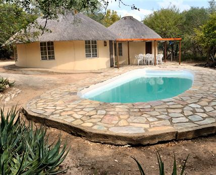 A double adjoining rondawel which sleeps 6 people © Maduma Boma