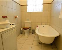 Bath and Shower © Carrington Lodge